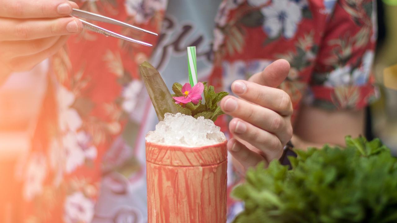 bar organizer cocktails